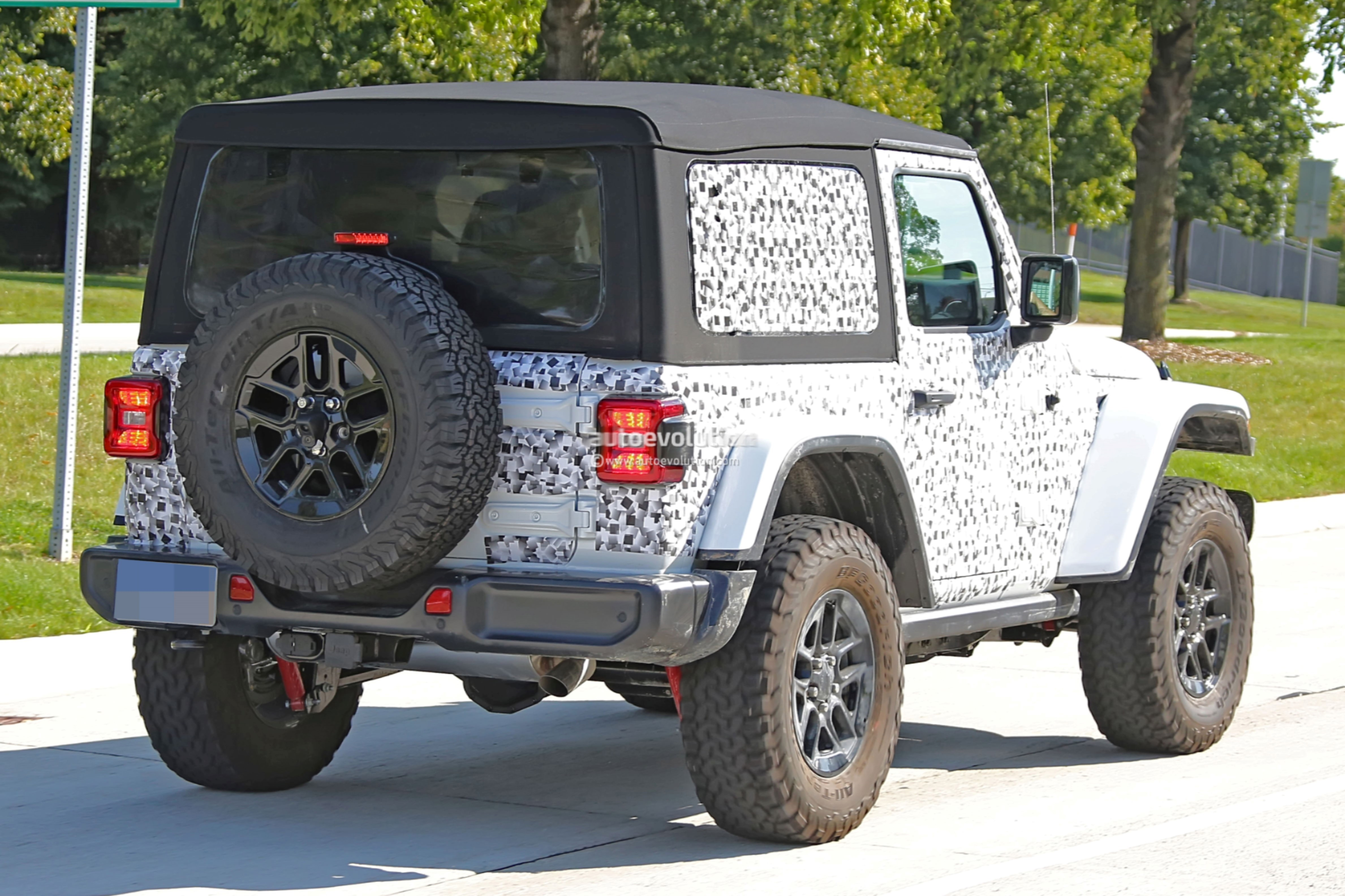 Spied Pics Jl Wrangler 2 Door Shows Off The New Soft Top Modern Jeeper