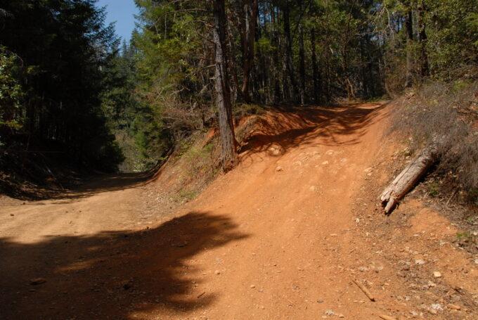 ModernJeeper Del Albright photo of dirt roads and trails in Oregon.