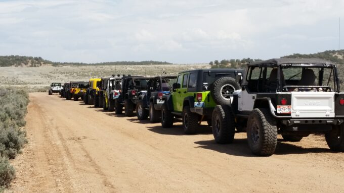 ModernJeeper Del Albright photo of Jeeps lined up for trail ride.